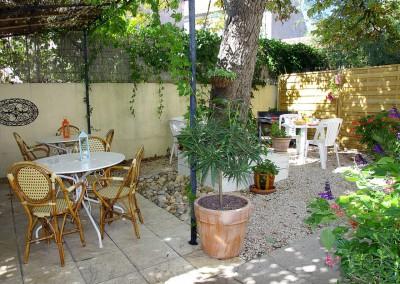 Notre agréable terrasse pour vos petits déjeuner