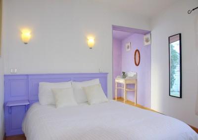 L'une de nos chambres est entièrement adaptée aux personnes à mobilité réduite
