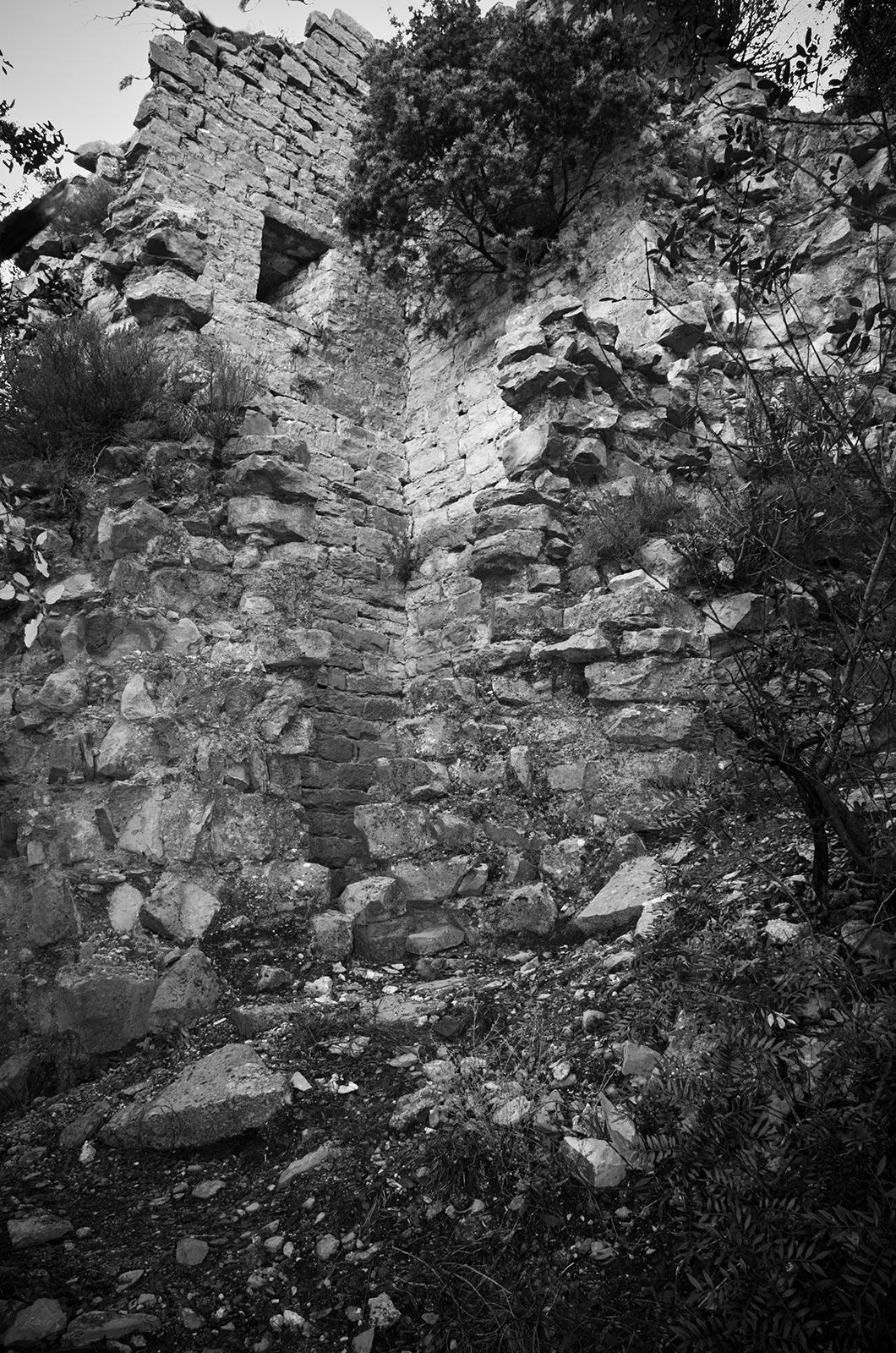 """L'ancienne tour de guet """"La Tour des Fées"""" située sur le Mont Coutach"""